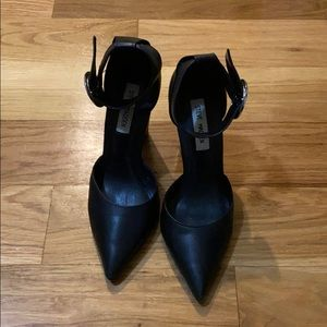 Black pointed toe heel